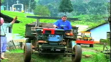 Veículos irregulares serão multados se andarem na rua - Muitos agricultores utilizam tratores para locomoção.