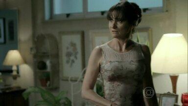 Magnólia decide ir ao apartamento de Isis - Zé Alfredo pensa na amante