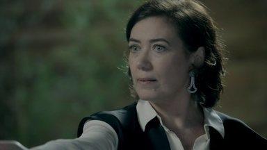 Marta declara guerra a Zé Alfredo - Comendador flagra esposa e Isis conversando no apartamento da ruiva