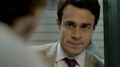 Fernando pede para conversar com Elivaldo sobre Cora - Advogado procura o futuro cunhado no camelódromo