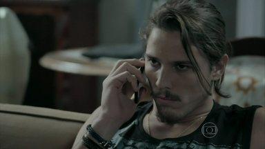 Robertão é obrigado a seduzir Téo para recuperar documentos de Léo e Cláudio - Magnólia e Severo ficam intrigados com a situação