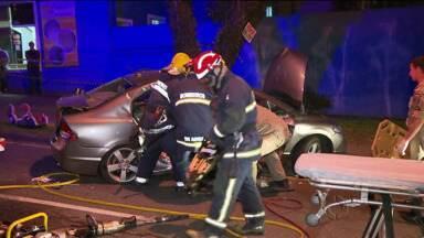 Acidente grave deixa três feridos - Foi ontem, à noite, na Rua Martin Afonso, no Bigorrilho.