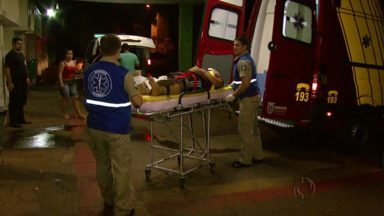 Motociclistas ficam feridos depois de se envolverem em acidente de trânsito - Os dois motociclistas foram atendimentos no hospital municipal.
