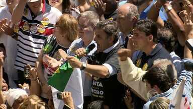 Candidato Aécio Neves participa de carreata em Belo Horizonte - Ele percorreu Av. Afonso Pena