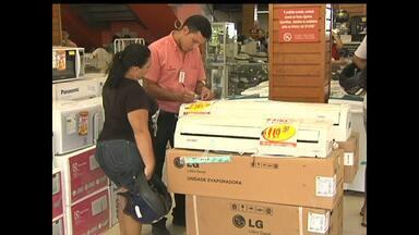Cresce procura por ventiladores e centrais de ar no comércio de Santarém - No verão, lojas de eletrodomésticos faturam com venda de ventiladores e centrais de ar.