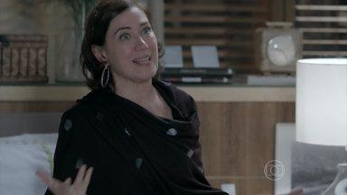 Maria Marta se revolta ao saber que Maria Clara convidou Cristina para festa na Império - Furiosa, ela conta o que Clara fez para José Alfredo. O Comendador repreende a atitude da mulher