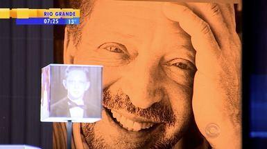 """Mostra faz homenagem a Moacyr Scliar - A exposição """"O Centáuro do Bom Fim"""" fica aberta por dois meses no Santader Cultural, em Porto Alegre, RS."""