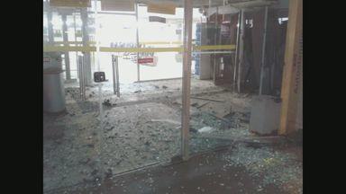 Ladrões explodem três caixas eletrônicos de um banco de Miguelópolis, SP - Explosão danificou a agência e local foi isolado. A quantia roubada não foi informada.