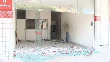 Bandidos explodem uma agência e tentam explodir outra em frente na Paraíba - Caso foi em Aroeiras, no Agreste. Há uma semana gerente de uma das agências havia sido sequestrado.