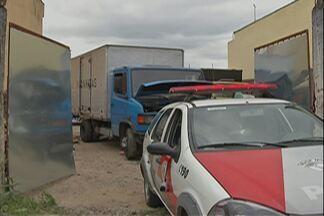 Polícia Militar encontra dois caminhões e cargas roubadas em Suzano - A PM chegou ao galpão após uma denúncia anônima.