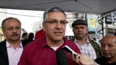 Alexandre Padilha participa de carreata em Santo Amaro - O candidato do PT prometeu investir na melhoria das condições de vida na região.