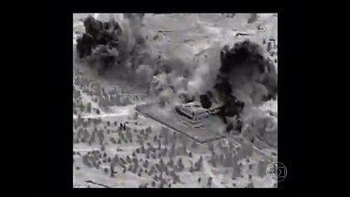EUA e cinco países árabes prometem prosseguir ofensiva contra terroristas na Síria - Na primeira vez que bombardearam alvos em território formalmente da Síria, os americanos aproveitaram também para atacar um grupo ligado a Al Qaeda, além do Estado Ialâmico. O governo sírio declarou apoiar a luta contra terroristas.