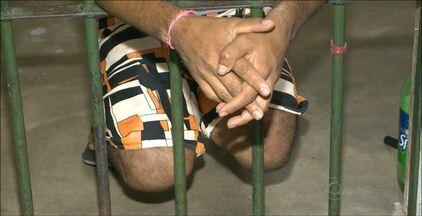 Homem acusado de estuprar meninos em Alagoinha foi preso ontem (23) - Segundo informações do Conselho Tutelar, ele abordava as crianças oferecendo lanches e dinheiro. Oito vítimas já identificaram o suspeito.