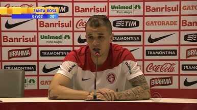 Futebol: D'Alessandro explica por que deixou Rafael Moura bater pênalti - Rafael Moura perdeu a jogada na partida contra Criciúma.