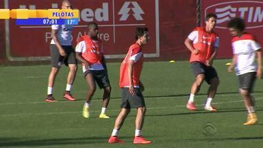 Futebol: Nilmar treina com time titular pela primeira vez - Ele ainda não vai estar no jogo de domingo (28) contra o Coritiba.