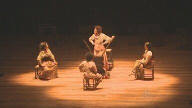 Teatro estadual foi inaugurado na última quinta-feira (26), em Porto Velho - Na estreia, apresentação da peça teatral, Aluá.
