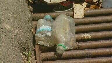 Acúmulo de lixo causa entupimentos em bueiros de Campinas - Cidade conta com ecopontos para o descarte dos dejetos, mas problemas de entupimento das canalizações são frequentes.
