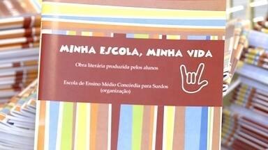 Lançamento de livro comemora os 28 anos da Apada em Santa Rosa, RS - O livro conta as experiências e depoimentos de alunos da associação de pais e amigos dos deficientes auditivos.