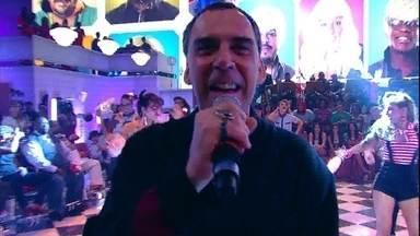Arnaldo Antunes abre o Esquenta! com a música 'Cabelo' - Cantor e compositor inicia programa com tema 'Barbearia'
