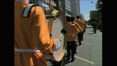 Desfile Escolar e Baile dos Anos Dourados acontecem em Rio Grande, RS - Sábado (27) foi agitado na cidade.