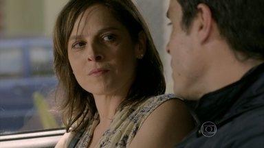 Cora impede Fernando de cometer uma loucura e faz um pacto com ele - Megera diz que já tem um plano para separar Cristina e Vicente