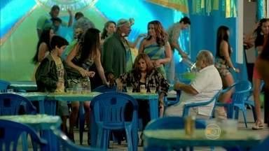 Tuane leva Jurema embora da comemoração - Antoninho avisa Xana e Naná da feijoada de Santa Teresa