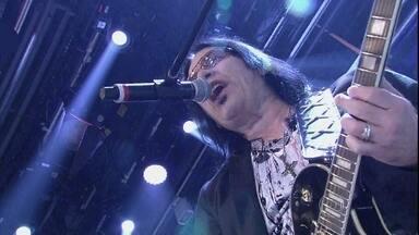 Pepeu Gomes canta 'Eu também quero beijar' no Altas Horas - Guitarrista participa do programa especial anos 80