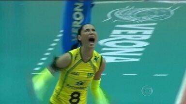 Após disputa acirrada, Brasil derrota Rússia por 3 sets a 1 no Mundial de Feminino vôlei - Seleção brasileira segue invicta na competição.