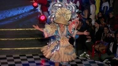 Águia de Ouro lança samba-enredo para o Carnaval 2015 - No final de semana, teve festa na Escola de Samba Águia de Ouro, terceira colocada no desfile de 2014, que lançou o samba-enredo para 2015. Na quadra nem parecia ensaio de Carnaval.