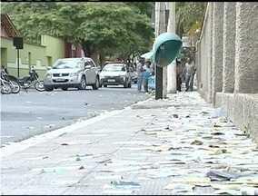 Sujeira de material gráfico eleitoral vira caso de polícia em Teófilo Otoni - Apesar da sujeira não houve prisões na cidade.