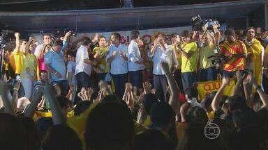 Governador eleito em PE acompanhou apuração em um hotel - Pela manhã, Paulo Câmara (PSB) votou em uma escola da Zona Norte do Recife.
