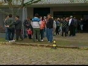 Três homens morreram em Estrela, RS, enquanto ajudavam em uma mudança - A repórter Daniela Mallmann tem as informações.
