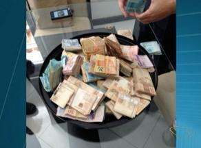 Secretária de esportes é presa com dinheiro para compra de votos, no Sul do ES - Casal foi apreendido com cerca de R$ 200 mil e material de campanha.