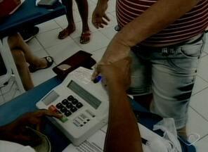 Voto biométrico causa atrasos em Baixo Guandu, ES - A dificuldade para identificar alguns eleitores tornou a votação mais demorada no local.