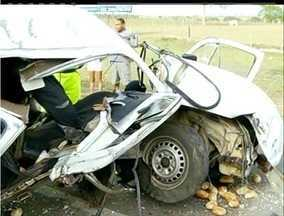 Em Campos, RJ, homem fica feriado em acidente com três veículos - Em Campos, RJ, homem fica feriado em acidente com três veículos.