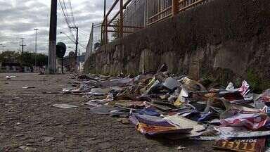 Lixo deixado durante o dia de votação é recolhido em Aracaju - Lixo deixado durante o dia de votação é recolhido em Aracaju.