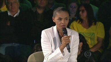 Apoio de Marina Silva para o segundo turno é cobiçado por Dilma e Aécio - Segundo o porta-voz da Rede, Marina Silva deve anunciar sua posição no segundo turno até quarta-feira (8). Ele diz que além das vozes dos partidos da coligação, a voz das urnas terá grande peso na decisão.