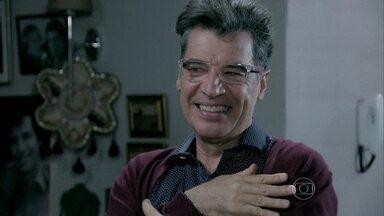 Téo decide publicar revelação sobre Zé Alfredo e Cristina apresentada por Cora - Vilã mostra falso exame de DNA que 'comprova' que os dois são pai e filha