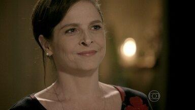 Cora pede ajuda a Fernando para processar Zé Alfredo - Advogado fica intrigado com divulgação do exame de DNA