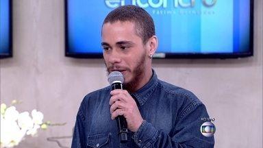 Direto do The Voice, Joey Mattos responde pergunta de Juliana Paes - Cantor está no time de Carlinhos Brown