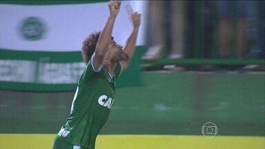 Chapecoense e Santos vencem em casa e Fluminense empata com Atlético-MG pelo Brasileirão - Chapecoense goleou o Internacional por 5 a 0.