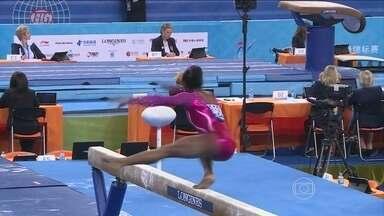Americana Simone Biles é campeã do individual geral no Mundial de Ginástica - Atleta diz que sonha em disputar as Olimpíadas, em 2016.
