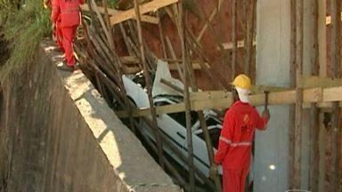 Motorista morre após carro cair em obras de viaduto, no ES - Acidente aconteceu no início da rodovia Cachoeiro - Alegre, na Altura do Morro Grande.