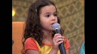 Bruna Marquezine arrasava com suas perguntas no Gente Inocente - Ainda pequena, atriz era uma das crianças do programa que marcou