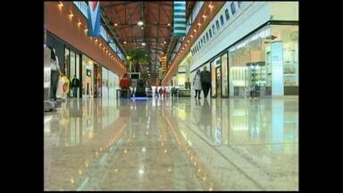 Decisão judicial garante que shopping em Rio Grande, RS funcione no feriado - O assunto segue sendo alvo de debate entre lojistas e comerciários.