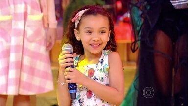Pequena Nicole canta samba no palco do Esquenta! - Roda de samba parabeniza a menina, que é fã da Beth Carvalho
