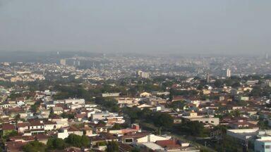 Confira como fica o tempo nesta segunda (13) em Ribeirão Preto - Dia deve ser de calor e não há possibilidade de chuvas. Máxima prevista é de 37 graus.