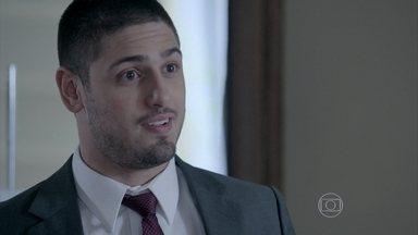 João Lucas flagra Amanda e José Pedro se beijando - Designer continua fazendo de tudo para arruinar o casamento do primo