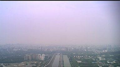 Qualidade do ar registra pequena melhora em SP - O ar está pouco mais respirável nesta terça-feira (14). As 10hs, a qualidade do ar estava moderada na maioria das 27 estações da Grande São Paulo e boa em apenas seis estações.