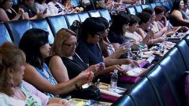 Cine Sesc promove o Festival Mesa no Cinema - No festival, o público recebe uma refeição enquanto assiste ao filme. São oferecidos cinco pratos em pequenos potinhos. O desafio dos garçons é servir no escuro e sem não atrapalhar o pessoal durante a exibição.